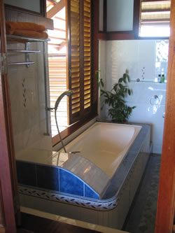 One of the beautiful chalet bathrooms on Kapalai