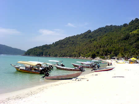 Perhentian Islands Malaysia - Dive boats on the beach